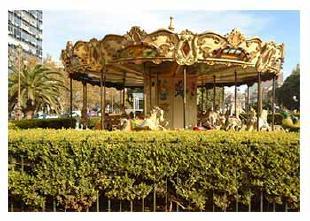 Volvieron las calesitas a las plazas y parques de la Ciudad